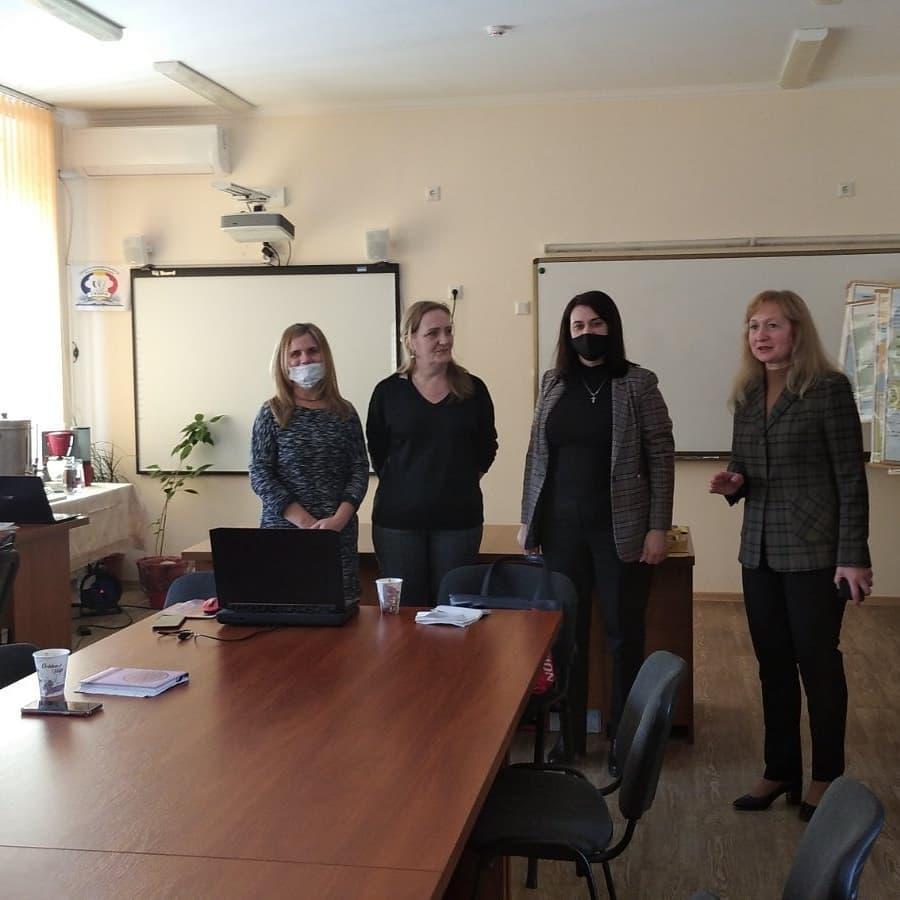 Membrii AEd și directoarea CESPA, doamna Silvia Proțiuc, la deschiderea sesiunii de instruire